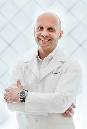 Dr Maciej Charaziński chirurg plastyczny